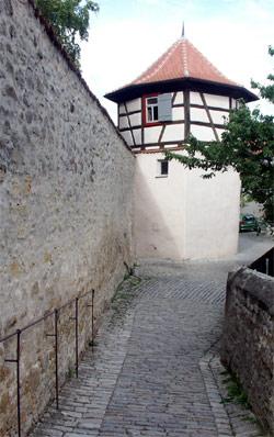 Entlang der Stadtmauer von Iphofen